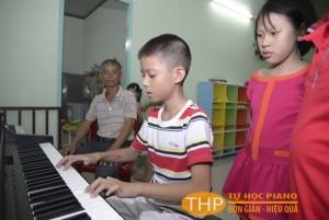 Bé Chấn-Lớp học organ tại Thủ Đức