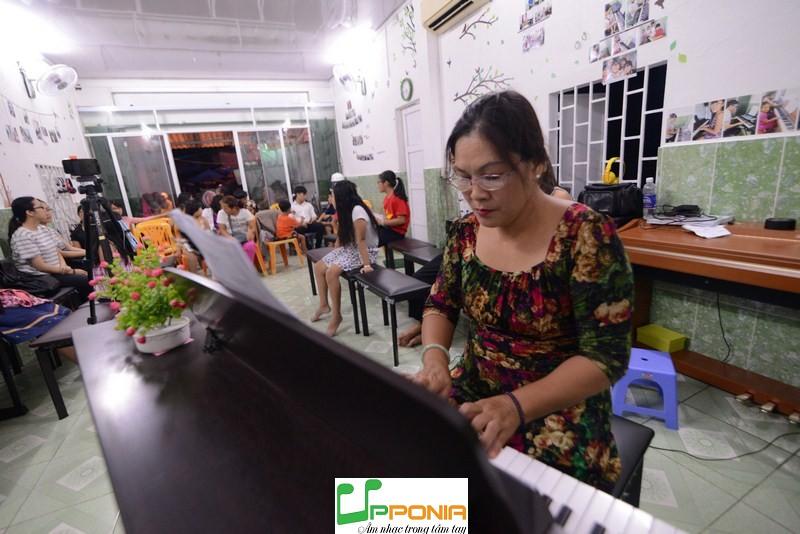 Chị Hoàng - Lớp piano người lớn - Trung Tâm Âm Nhạc Upponia