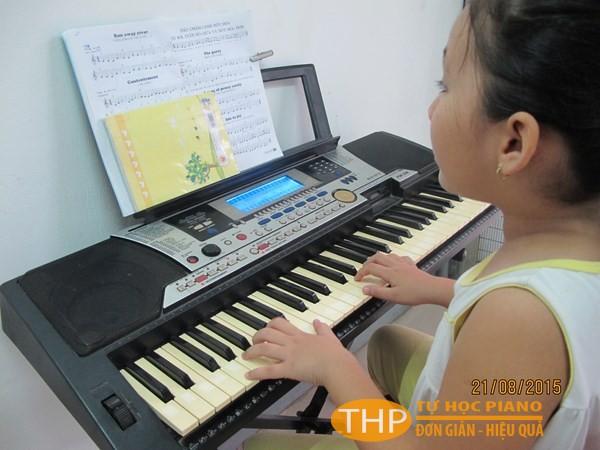 Bé Trâm Anh - Lớp piano trẻ em Thủ Đức