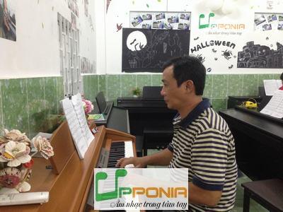 Lớp piano người lớn - Trung Tâm Âm Nhạc Upponia