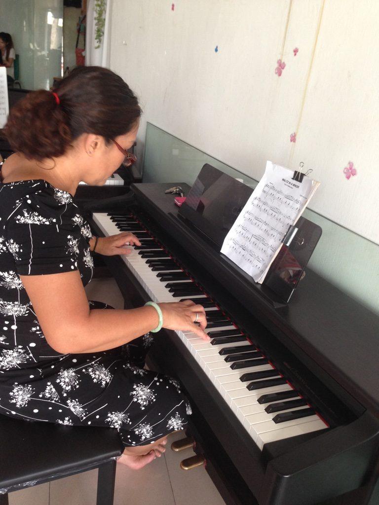 Chị Hoàng - Lớp học đàn piano căn bản nhà ở quận 1