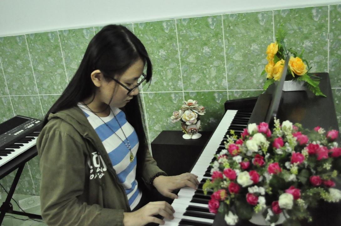 Em Nhật Nguyên - Lớp học đàn piano căn bản