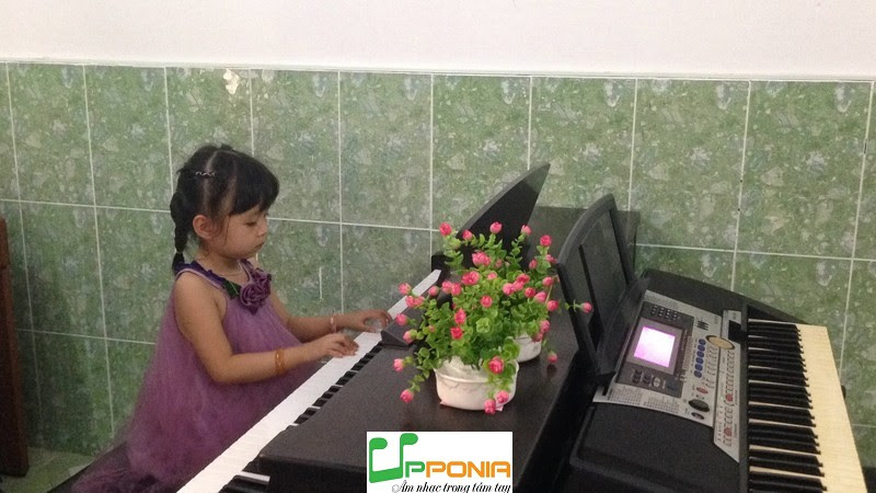 Thảo Vy - Lớp học piano căn bản UPPONIA