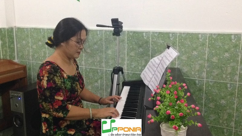 Chị Hoàng quận 1 -Lớp piano căn bản ở Upponia