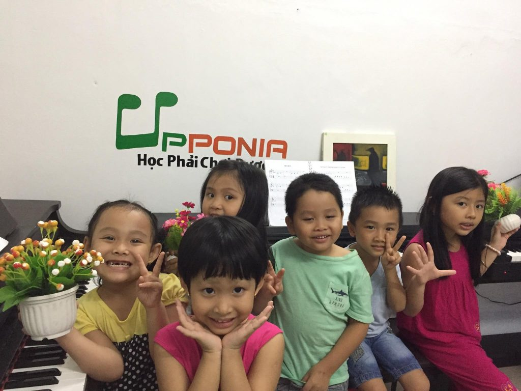 Lớp học piano cho trẻ em của Trung tâm âm nhạc Upponia