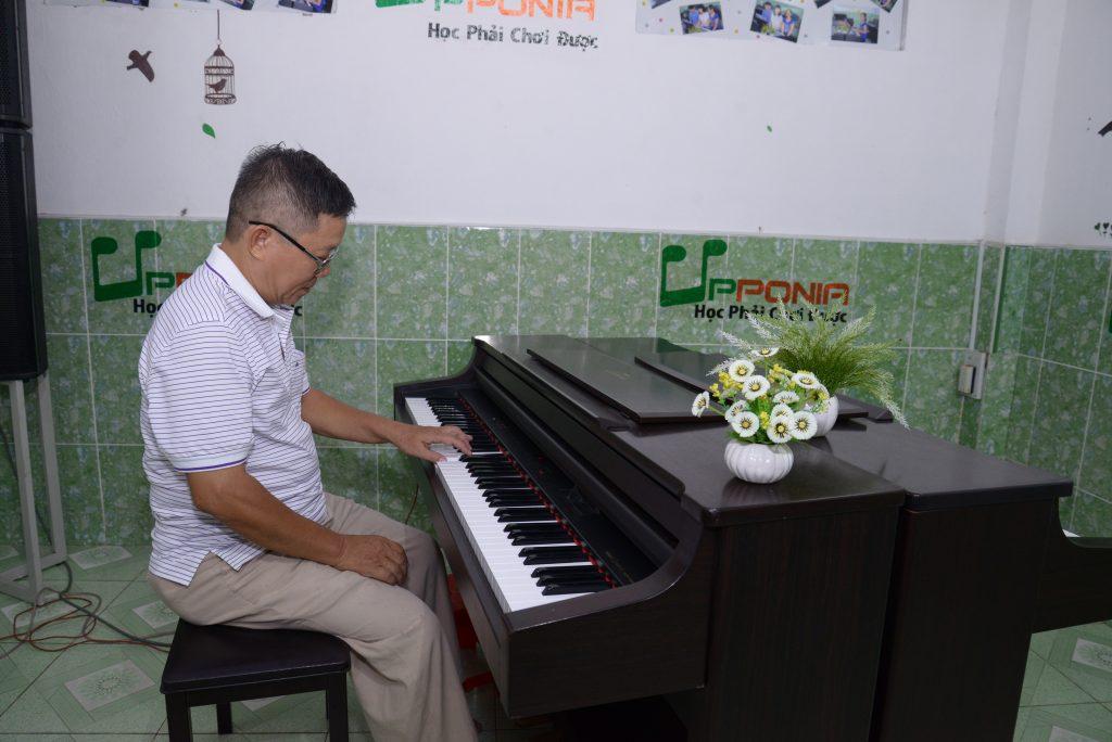 học piano để xả stress, thư giản đầu óc, tìm niềm vui trong trong cuộc sống