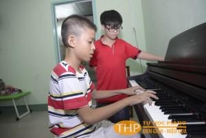 Bé Chấn đang chuyển sang học piano-Lớp học organ tại Thủ Đức