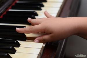 Tư thế tay sai khi học đàn organ