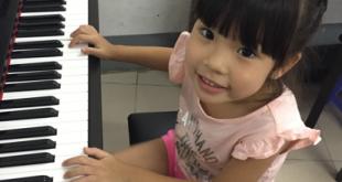 Bé Phương Anh lớp học piano cho trẻ em nhà ở đường Kha Vạn cân, Thủ Đức