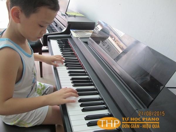 Lớp học đàn piano cho bé