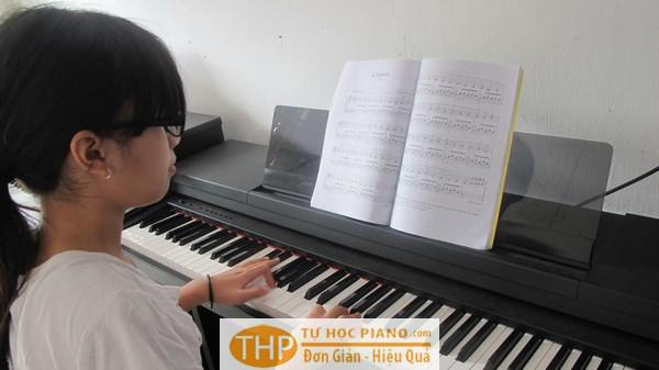 Học piano cho trẻ em