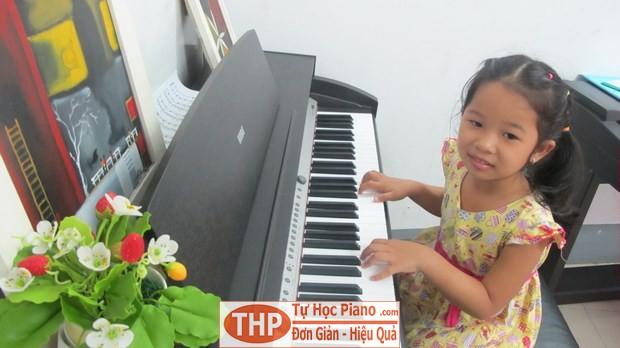 Bé Suri - Lớp piano trẻ em Thủ Đức