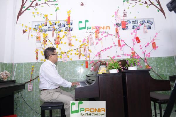 Chú Văn - Lớp học piano người lớn tại Trung Tâm Âm Nhạc Upponia