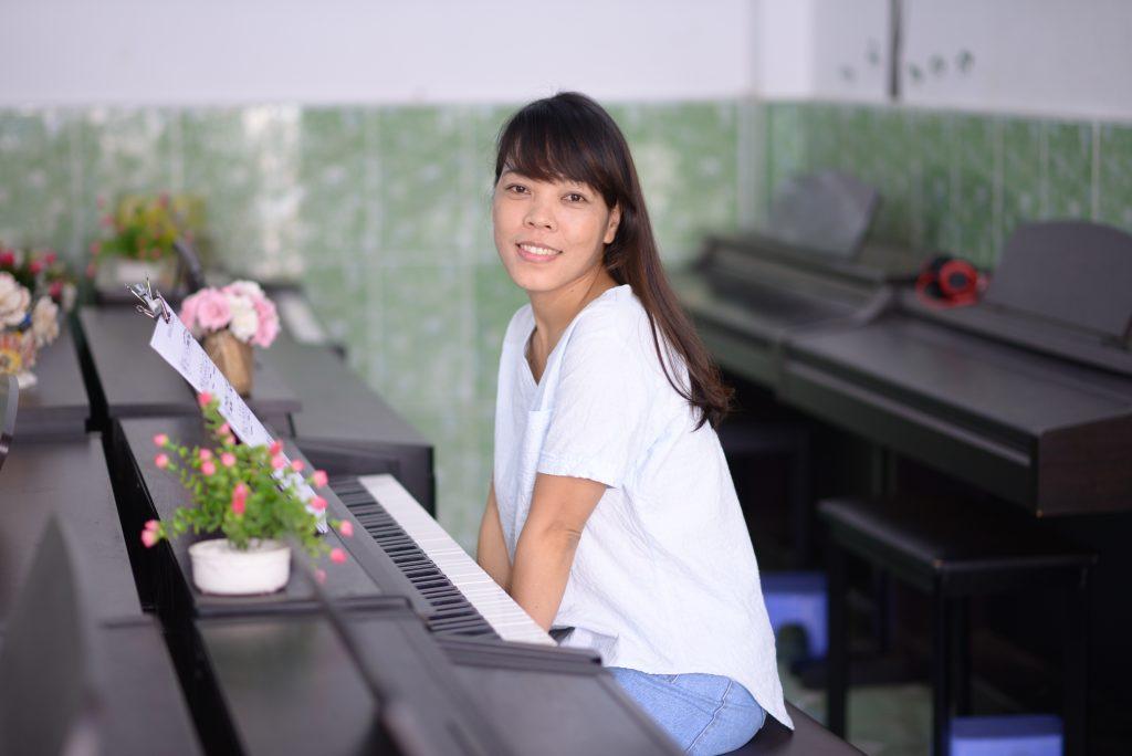 Người lớn học piano không hề dễ dàng