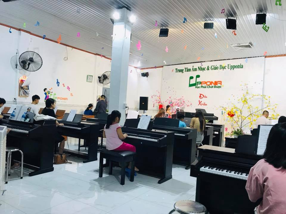 Lớp piano của Trung tâm âm nhạc và giáo dục Upponia