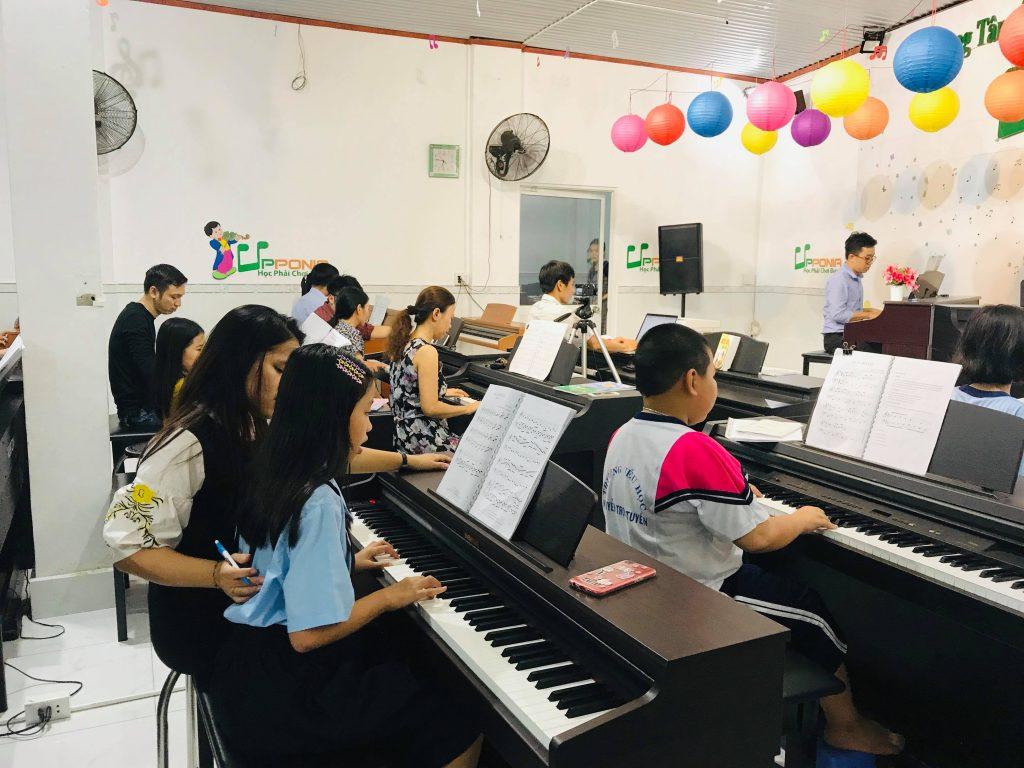 Lớp học piano cho trẻ em của Upponia