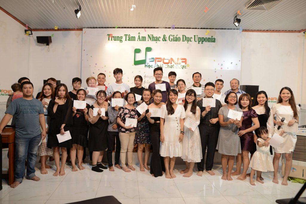 Hình ảnh chương trình biểu diễn giao lưu của học viên tại Upponia tổ chức 2-3 tháng 1 lần
