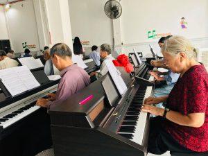 Lớp học piano organ miễn phí cho cô chú từ 65 tuổi trở lên vào sáng thứ 3&6 hàng tuần